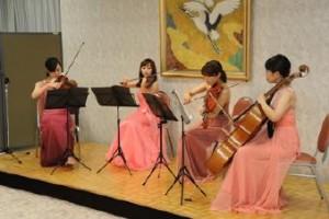 弦楽四重奏が会に花を添えました